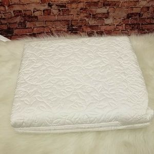 MARTHA STEWART COLLECTION TWIN QUILTED BEDSPREAD